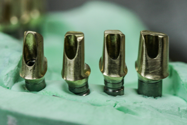 gold custom milled abutments-7